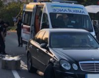 В Мариуполе отвлекшийся на телефон водитель сбил двух женщин-полицейских